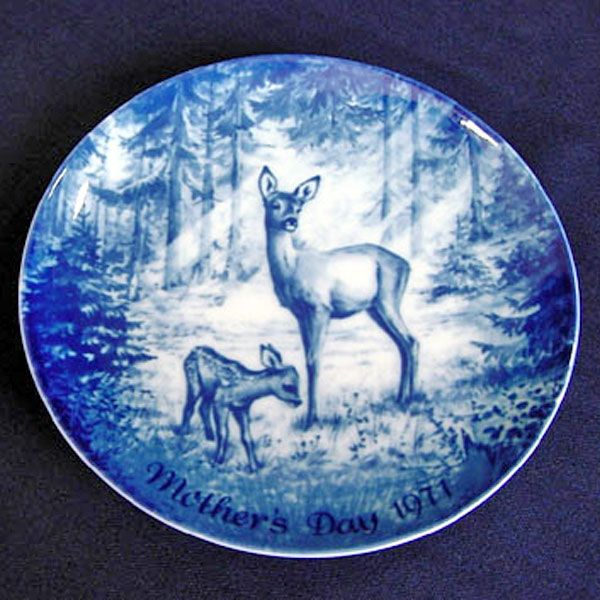 Doe and Fawn Blue White 1971 German Mothers Day Plate